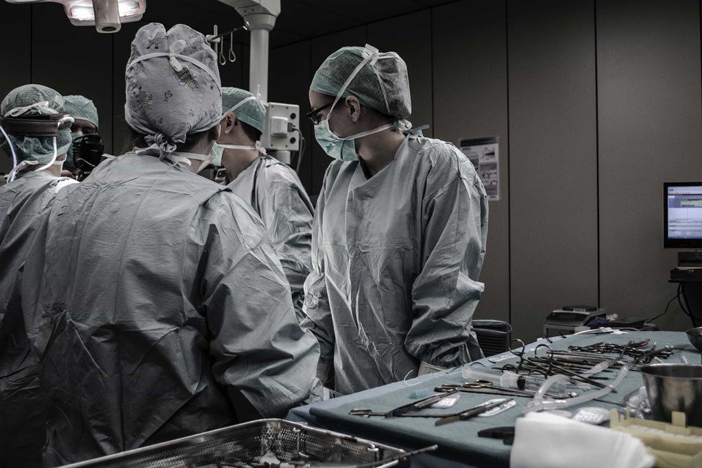 Minimally Invasive Spine Surgery Team in Torrance Treats Spine Problems